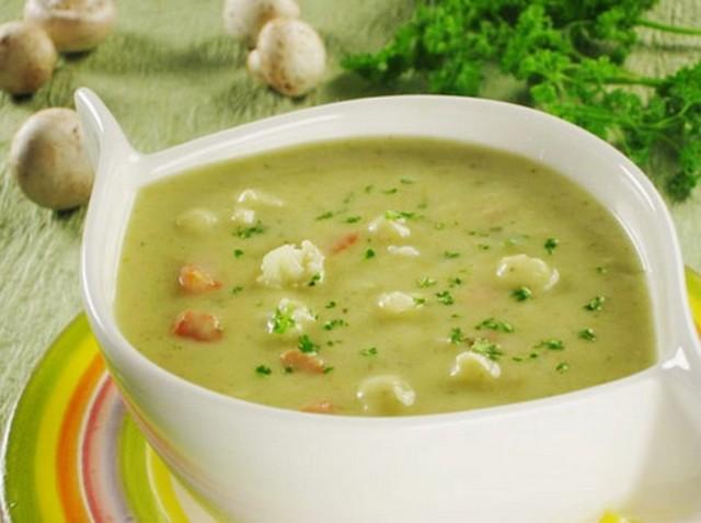 Диетический овощной суп с кабачками