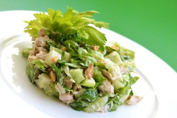 Салат из стеблей сельдерея и портулака